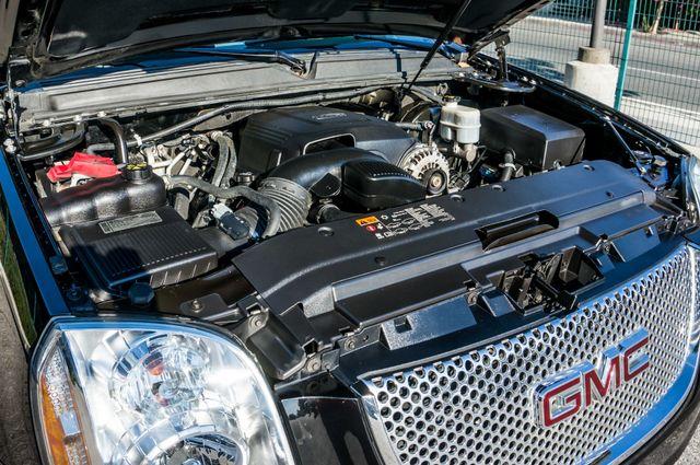 2011 GMC Yukon Denali  4WD - AUTO - NAVI - DVD - TOW PKG Reseda, CA 37