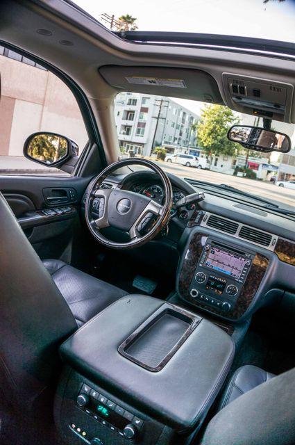 2011 GMC Yukon Denali  4WD - AUTO - NAVI - DVD - TOW PKG Reseda, CA 34