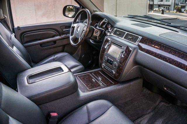 2011 GMC Yukon Denali  4WD - AUTO - NAVI - DVD - TOW PKG Reseda, CA 32