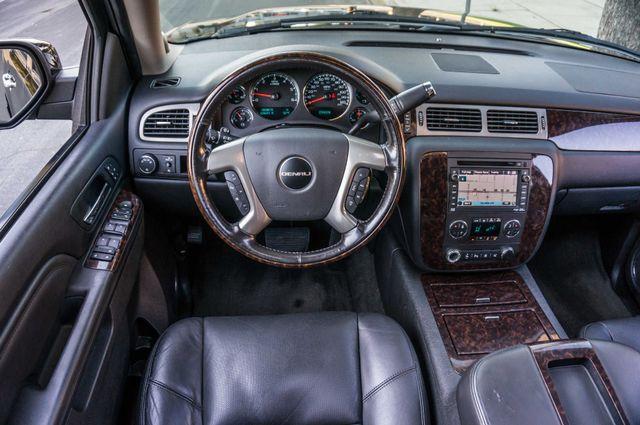 2011 GMC Yukon Denali  4WD - AUTO - NAVI - DVD - TOW PKG Reseda, CA 18