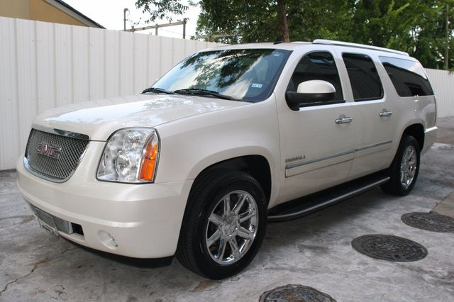 2011 GMC Yukon XL Denali Houston, Texas 1