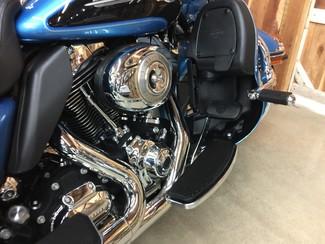 2011 Harley-Davidson Electra Glide® Ultra Classic® Anaheim, California 3