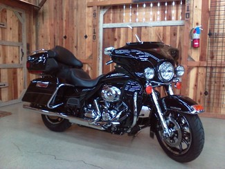 2011 Harley-Davidson Electra Glide® Ultra Limited Anaheim, California 12