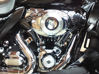2011 Harley-Davidson Electra Glide® Ultra Limited Anaheim, California 7