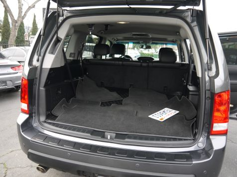 2011 Honda Pilot Touring (*AWD*)--FULLY LOADED--NAVI & BACKUP CAM  in Campbell, CA