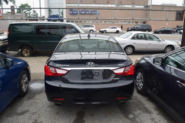 2011 Hyundai Sonata 4dr Sdn 2.0L Auto Richmond Hill, New York 3