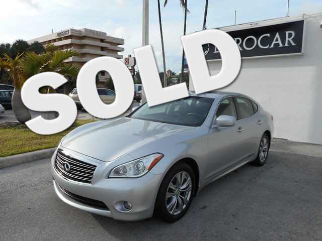 2011 Infiniti M37 The 2011 Infiniti M37 is an attractive and engaging luxury sedan with loads of hi