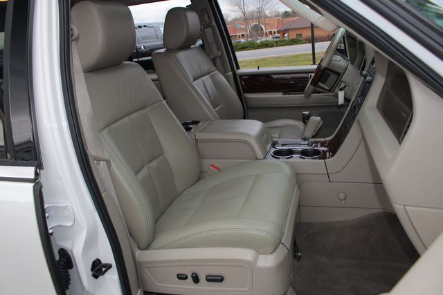 2011 Lincoln Navigator L 4WD - NAV - DUAL DVDS - SUNROOF - NEW TIRES! Mooresville , NC 16