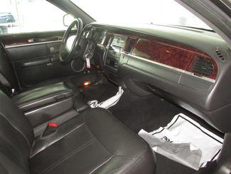 2011 Lincoln Town Car Executive w/Limousine Pkg Gardena, California 7