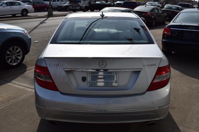 2011 Mercedes-Benz C300 Luxury Richmond Hill, New York 3