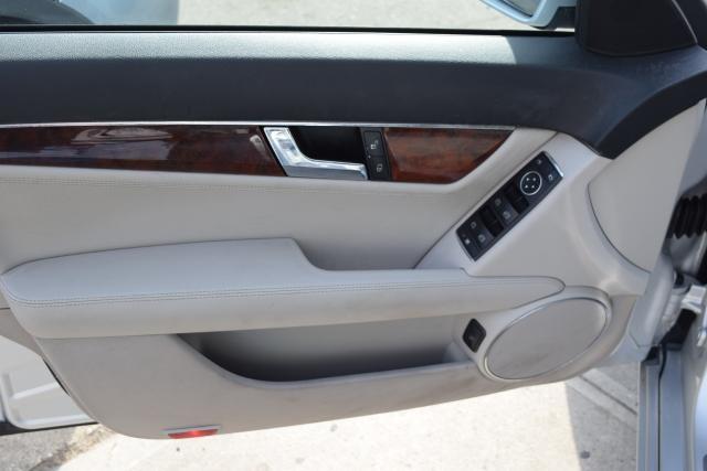 2011 Mercedes-Benz C300 Luxury Richmond Hill, New York 5