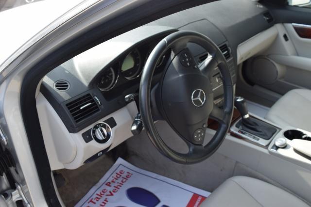 2011 Mercedes-Benz C300 Luxury Richmond Hill, New York 7