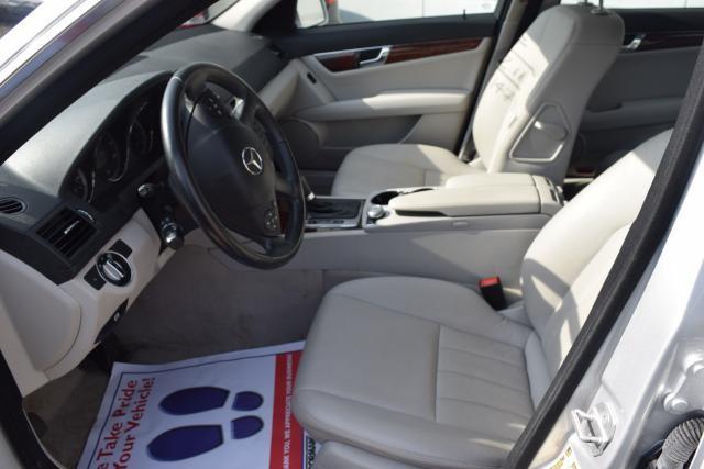 2011 Mercedes-Benz C300 Luxury Richmond Hill, New York 8