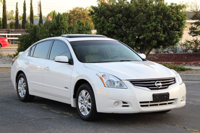 2011 Nissan ALTIMA HYBRID SEDAN 2.5L 1-OWNER NEW TIRES SERVICE RECORDS GAS SAVER! Woodland Hills, CA 37