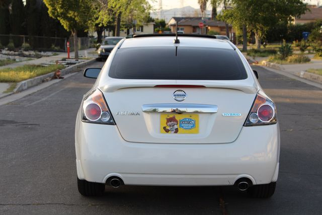 2011 Nissan ALTIMA HYBRID SEDAN 2.5L 1-OWNER NEW TIRES SERVICE RECORDS GAS SAVER! Woodland Hills, CA 4