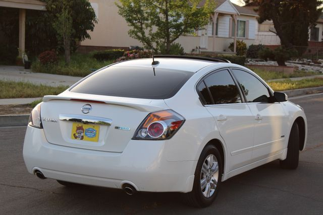2011 Nissan ALTIMA HYBRID SEDAN 2.5L 1-OWNER NEW TIRES SERVICE RECORDS GAS SAVER! Woodland Hills, CA 39