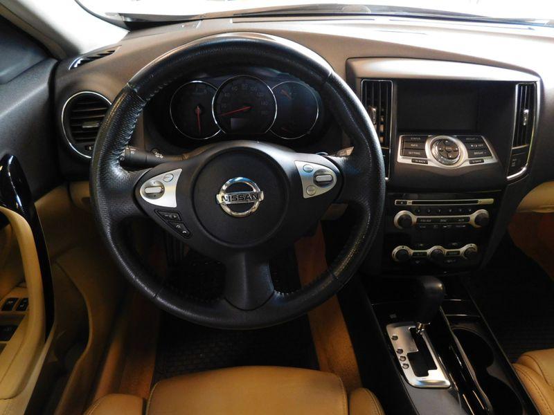 2011 Nissan Maxima 35 SV  city TN  Doug Justus Auto Center Inc  in Airport Motor Mile ( Metro Knoxville ), TN