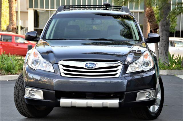 2011 Subaru Outback 2.5i Limited Pwr Moon Reseda, CA 2