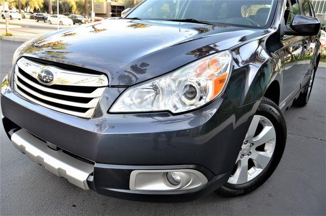 2011 Subaru Outback 2.5i Limited Pwr Moon Reseda, CA 3