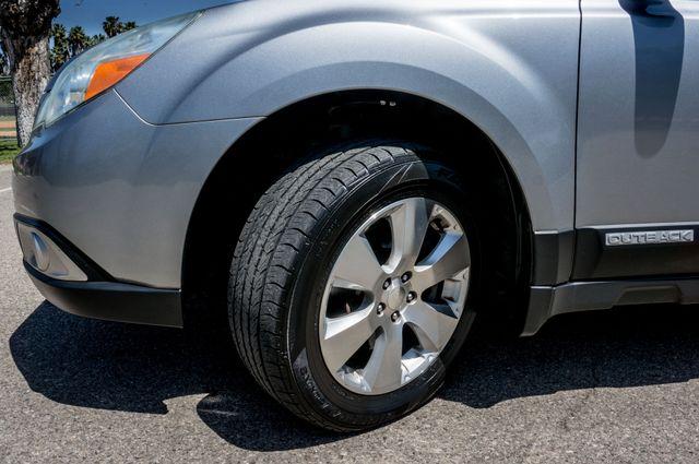 2011 Subaru Outback 3.6R Limited Reseda, CA 12