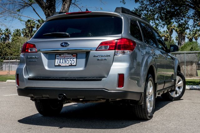2011 Subaru Outback 3.6R Limited Reseda, CA 8