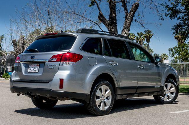 2011 Subaru Outback 3.6R Limited Reseda, CA 9