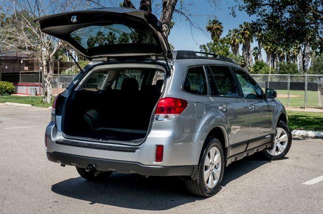 2011 Subaru Outback 3.6R Limited Reseda, CA 11