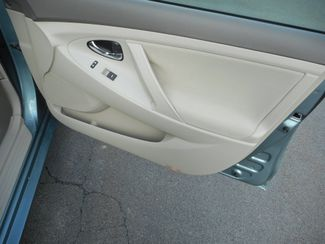 2011 Toyota Camry LE New Windsor, New York 24