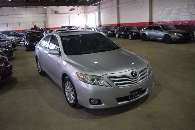 2011 Toyota Camry 4dr Sdn I4 Auto XLE Richmond Hill, New York 1