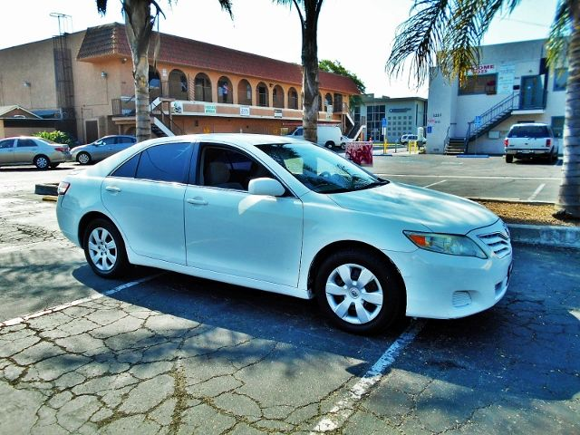 2011 Toyota Camry LE Limited warranty included to assure your worry-free purchase AutoCheck repor
