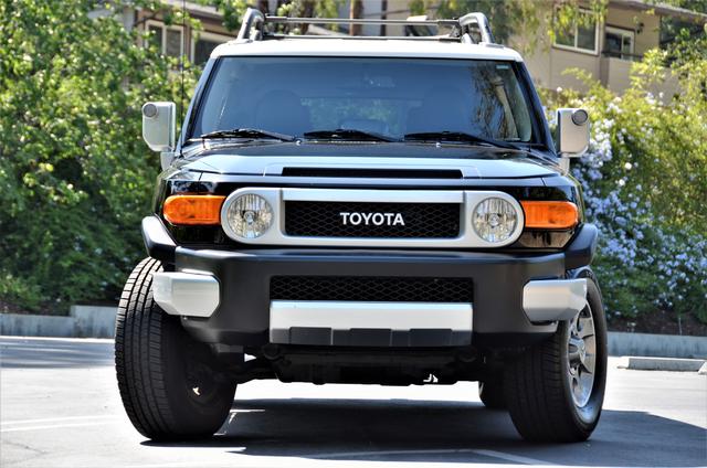 2011 Toyota FJ Cruiser Reseda, CA 18