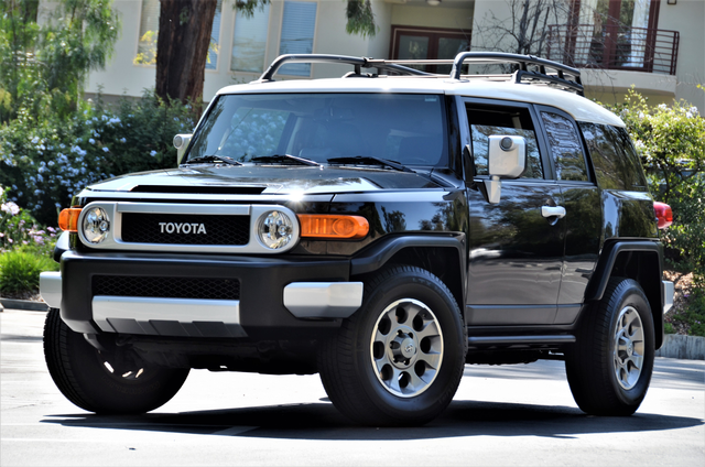 2011 Toyota FJ Cruiser Reseda, CA 19
