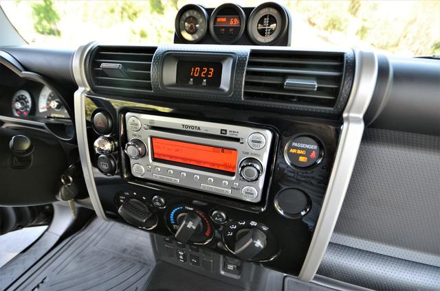 2011 Toyota FJ Cruiser Reseda, CA 12