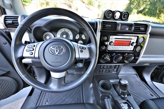 2011 Toyota FJ Cruiser Reseda, CA 5