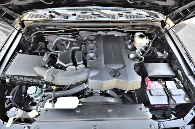 2011 Toyota FJ Cruiser Reseda, CA 39