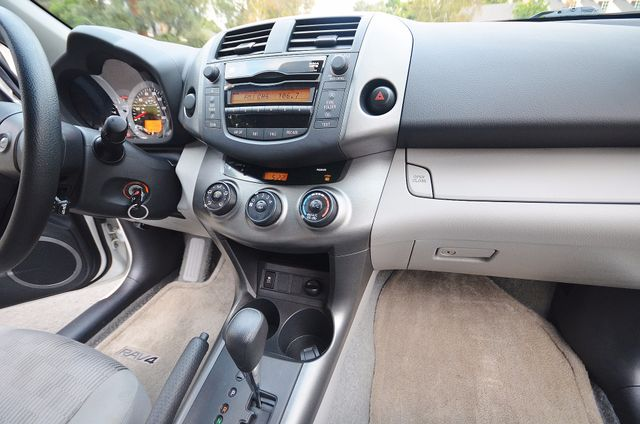 2011 Toyota RAV4 Reseda, CA 32