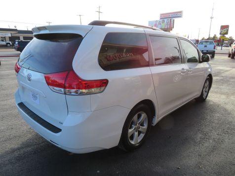 2011 Toyota Sienna LE w/Leather   Abilene, Texas   Freedom Motors  in Abilene, Texas