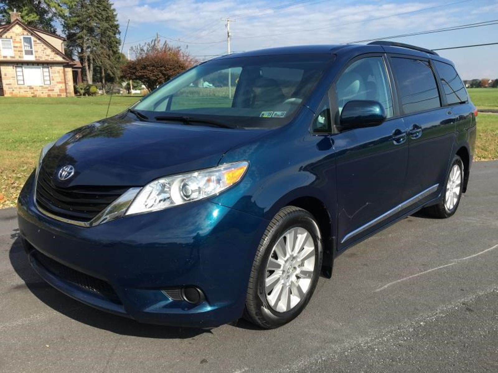 minivan sienna toyota view front van drive wheel reviews features side passenger photos base exterior price