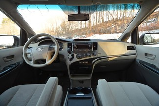 2011 Toyota Sienna LE Naugatuck, Connecticut 12