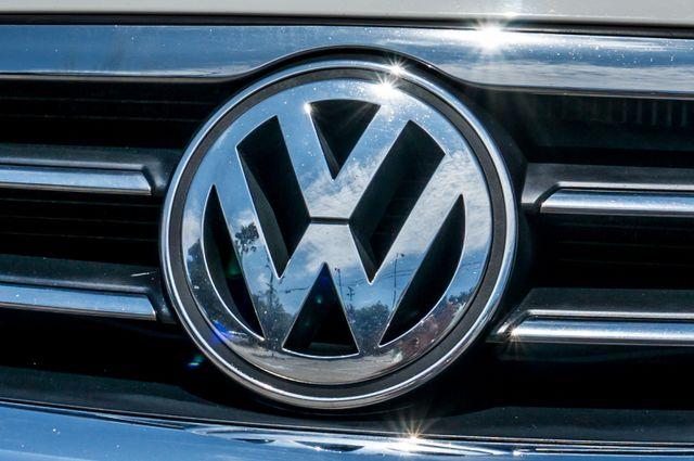 2011 Volkswagen CC Lux - 110K MILES - NAVI - LEATHER Reseda, CA 45