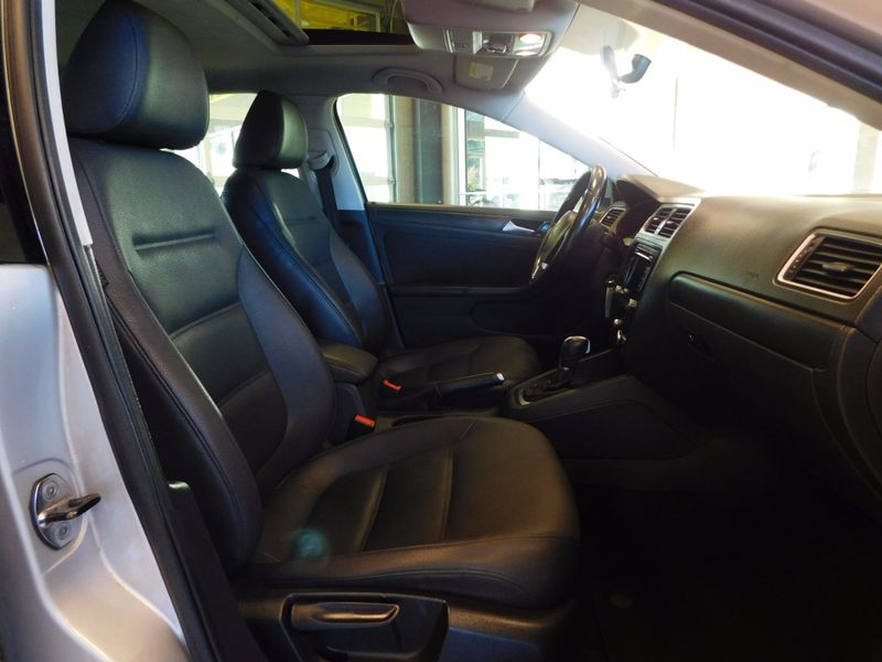 2011 Volkswagen Jetta SE w Sunroof PZEV  city TN  Doug Justus Auto Center Inc  in Airport Motor Mile ( Metro Knoxville ), TN
