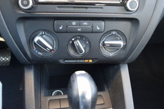 2011 Volkswagen Jetta SE w/Convenience & Sunroof PZEV Richmond Hill, New York 24