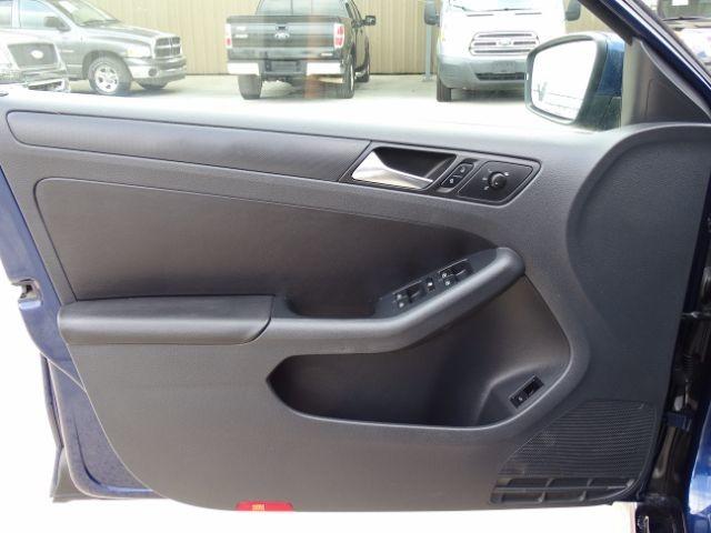 2011 Volkswagen Jetta SE w/Convenience San Antonio , Texas 9