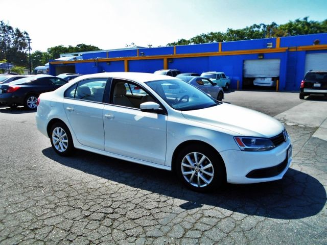 2011 Volkswagen Jetta SE wConvenience PZEV Limited warranty included to assure your worry-free pu