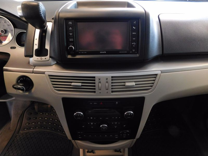2011 Volkswagen Routan SEL w Navigation  city TN  Doug Justus Auto Center Inc  in Airport Motor Mile ( Metro Knoxville ), TN