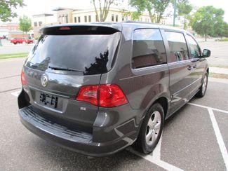 2011 Volkswagen Routan SE Farmington, Minnesota 1
