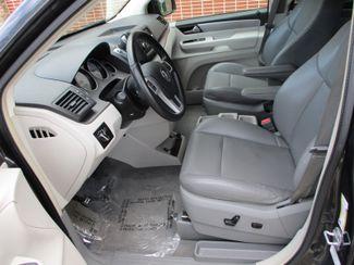 2011 Volkswagen Routan SE Farmington, Minnesota 2