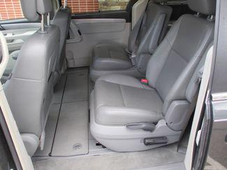 2011 Volkswagen Routan SE Farmington, Minnesota 3