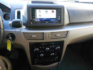 2011 Volkswagen Routan SE w/RSE & Navigation Memphis, Tennessee 9