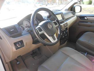 2011 Volkswagen Routan SE w/RSE & Navigation Memphis, Tennessee 5